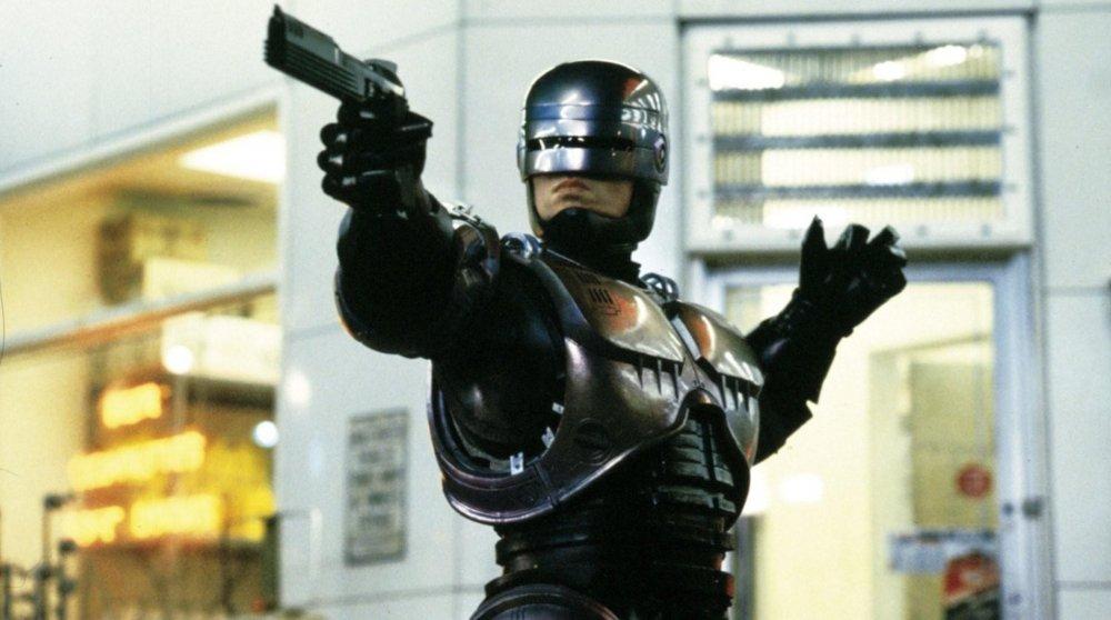 robocop-1987-004-peter-weller-point-to-shoot
